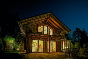 Landhaus-Terrasse nachts