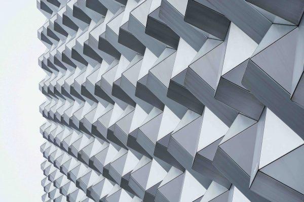 kantige Fassade